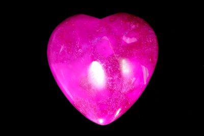 DARK PINK AGATE HEART